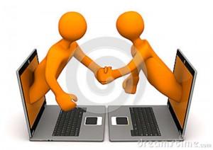 männchen-laptop-händedruck-30303988